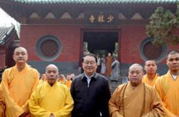 李长春参观少林寺 观看洋弟子展示功夫