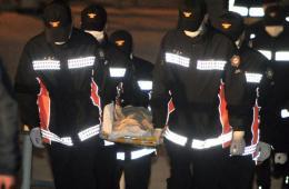 韩国救援队打捞出遇难者遗体