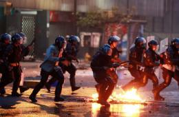 委内瑞拉抗议者复活节举行示威 与军警冲突