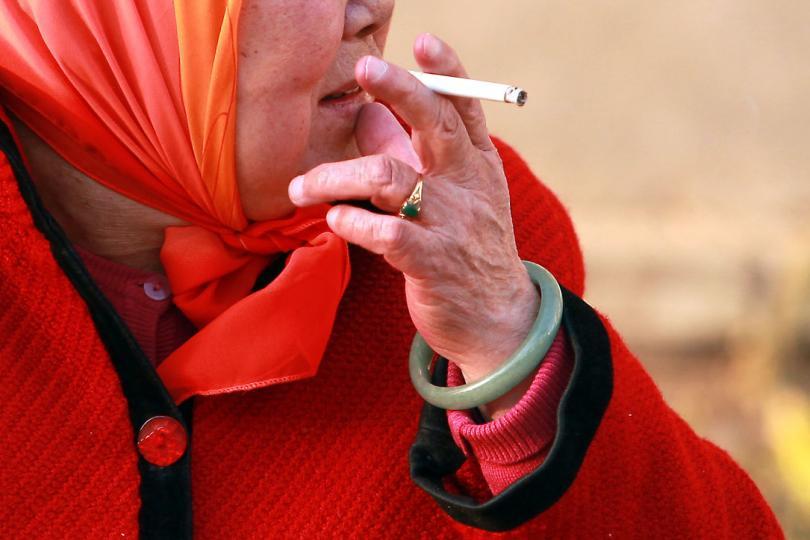美89岁老太宁可搬离公寓不愿戒烟