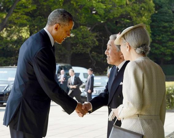 奥巴马访问日本 在日皇宫与明仁天皇夫妇会面