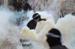 巴林反政府示威者上街游行与警察发生冲突
