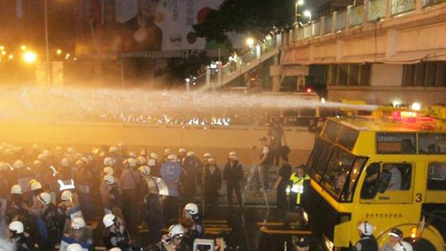 台反核游行瘫痪交通 台北市长郝龙斌下令强制驱离