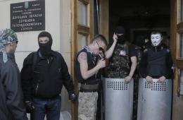 乌东部亲俄人士占领电视台 乌警察冷眼旁观