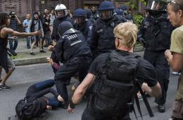 德国民众为抗议极右翼政党游行与警方冲突(组图)