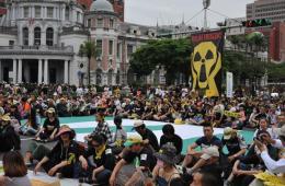 台湾万人游行反核 当局宣布停止施工
