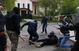 乌克兰顿涅茨克市中心发生暴力冲突 市长遭枪击