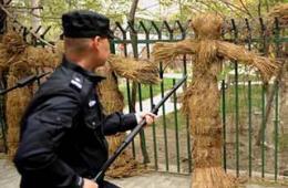 新疆应急处突队员扎稻草人训练