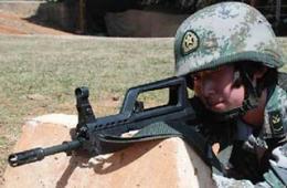 解放军女兵人均月耗弹1500发