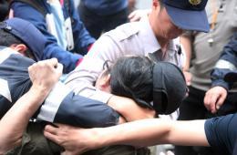"""台湾""""反核""""民众与警方激烈冲突 有人当场昏倒"""