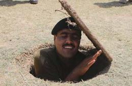 巴基斯坦反恐兵突然从地面冒出