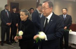 潘基文夫妇吊唁韩国沉船事故死难者