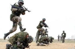新疆边防精锐部队战术动作奇特