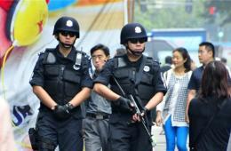 广州三千多名持枪警察巡街
