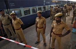 印度火车遭炸弹袭击尚未证实是否恐袭 各地安保加强