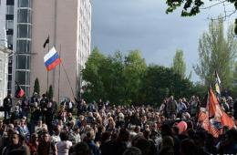 乌克兰亲俄抗议者占领顿涅茨克州检察院大楼
