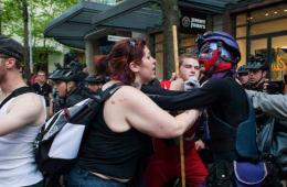 美国爆发反资本主义游行 警察逮捕冲突示威者