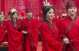 重庆52对新人着汉服办集体婚典