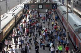 """铁路""""五一""""假期发送旅客逾3698万人次"""