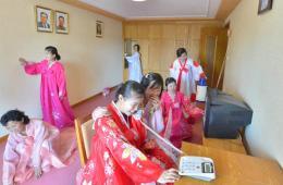 平壤纺织女工宿舍启用 建有商店医院休闲设施