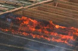 美国建筑工人意外引发大火烧毁大桥 损失达2亿元