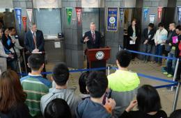 美国驻华使馆举办学生签证日活动 大使宣传赴美留学