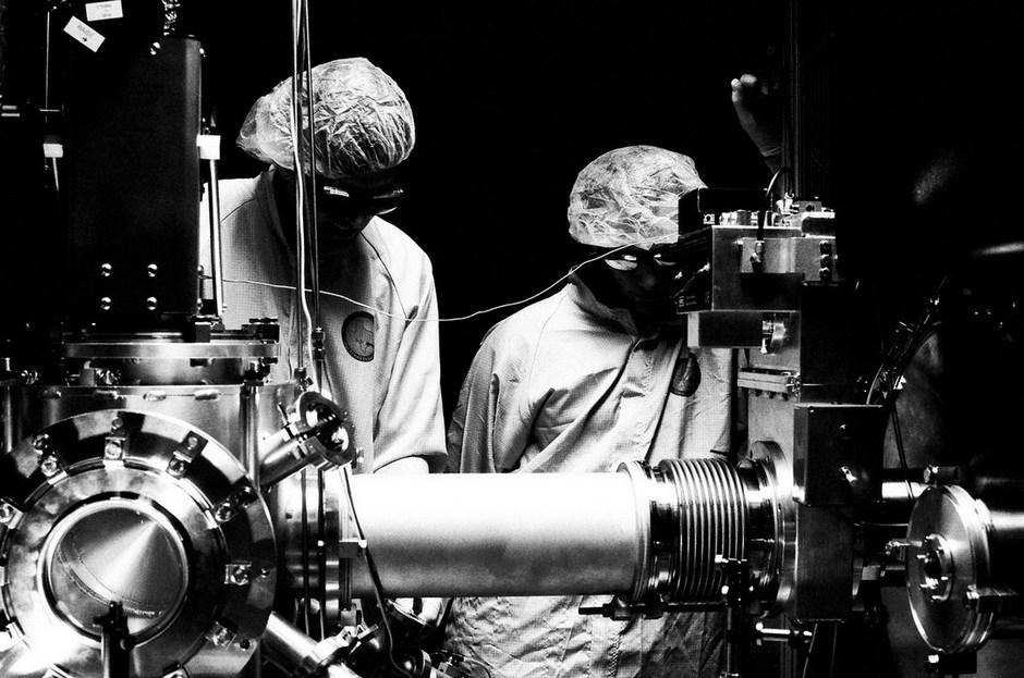 纪实摄影:物理学家的实验室生活