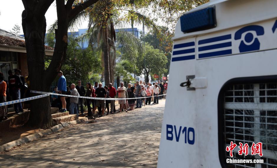 本次大选共有2500多万登记选民,约占南非总人口的半数,比上届选
