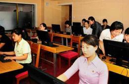 朝鲜纺织女工宿舍配电脑室 女工称像宫殿