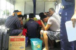 """菲媒公布被扣中国渔民照片 称菲方""""无视中方请求"""""""