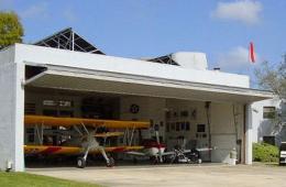 美佛罗里达州航空小镇每家均有私人飞机
