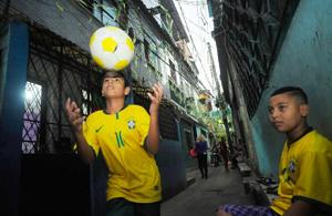 纪实摄影:贫民窟里的世界杯