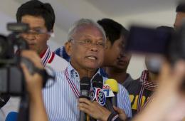 泰国示威者闯入军区与宪兵对峙 迫使代总理仓皇出逃