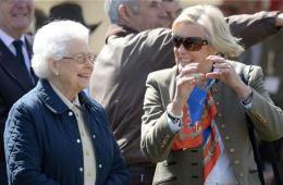 英国伊丽莎白二世女王亮相温莎马展