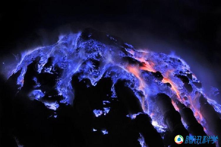 大自然中存在的罕见现象:妖异的蓝色岩浆等