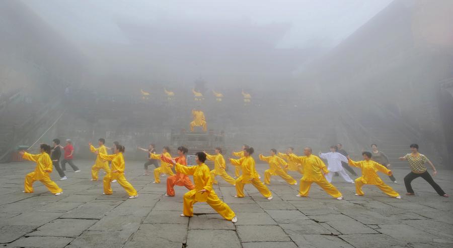 受大雾影响北京公交24条线路采取调度措施