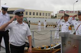俄军水兵登上解放军052C神盾舰