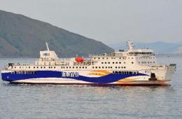 中国赴越接返中方人员客轮停靠越南永安港