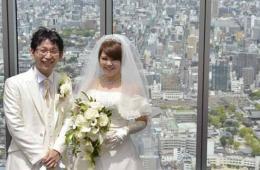 日本第一高楼首次举办婚礼 众人祝福新人