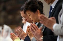 韩国朴槿惠参加周末礼拜 为岁月号遇难者祈福