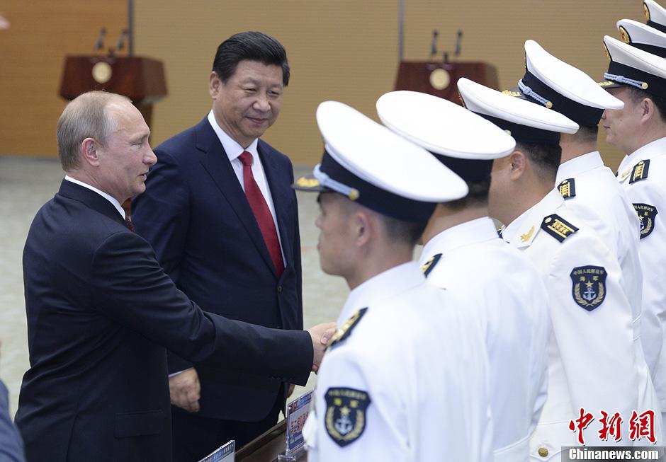 习近平与普京共同出席中俄联合军演开始仪式