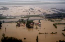 塞尔维亚遭空前洪灾损失极大 请求各界提供援助