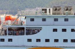 首批989名自越南返回的中方人员安全抵达海口市