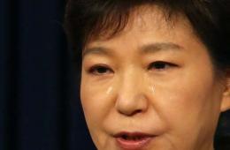 朴槿惠就沉船事故流泪道歉 宣布解散海警