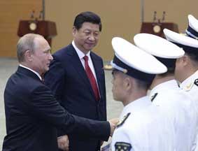 习近平与普京出席中俄联合军演开始仪式