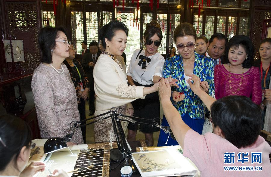 、吉尔吉斯斯坦总统夫人阿坦巴耶娃、阿塞拜疆总统夫人阿利耶娃、图片