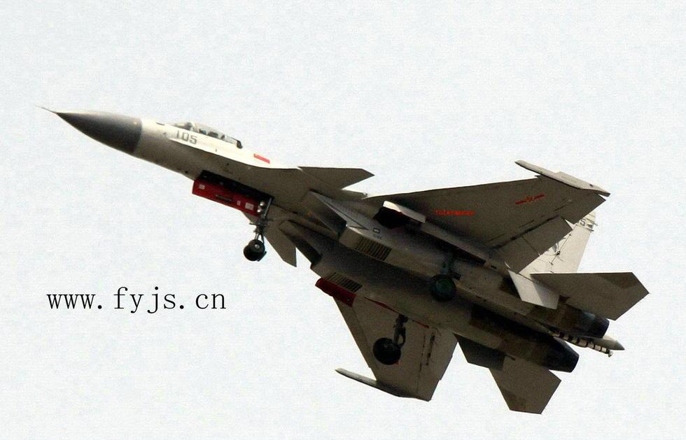 第105号量产型歼15现身试飞