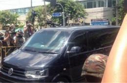泰国前总理英拉乘私人防弹车向军方报到