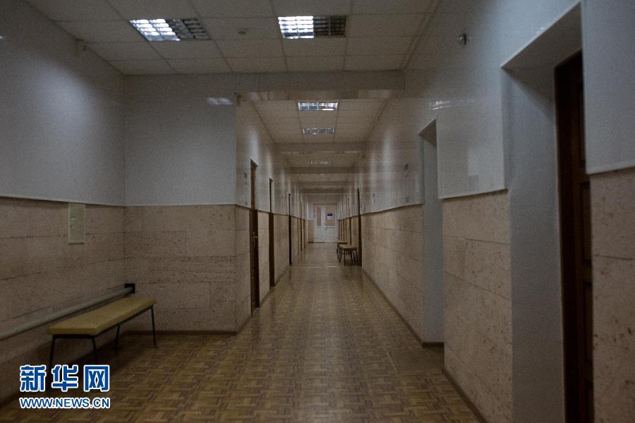 乌克兰大选投票开始 卢甘斯克投票点空无一人