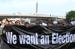 """曼谷民众举行""""反政变""""抗议活动"""
